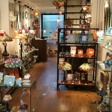 インテリアミラー専門店岡本鏡店の姉妹店ランパデールの店内風景
